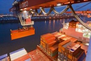 Какими способами осуществляется погрузка контейнера при морских перевозках
