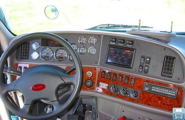 Петербилт 587 кабина