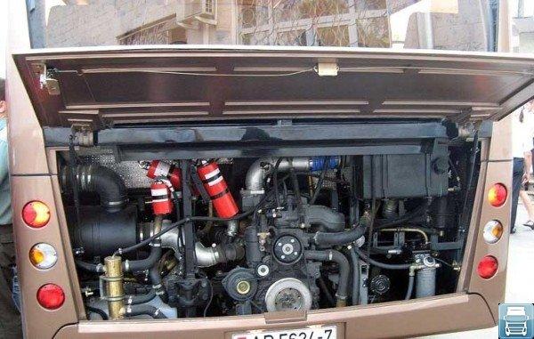 МАЗ-206 под капотом