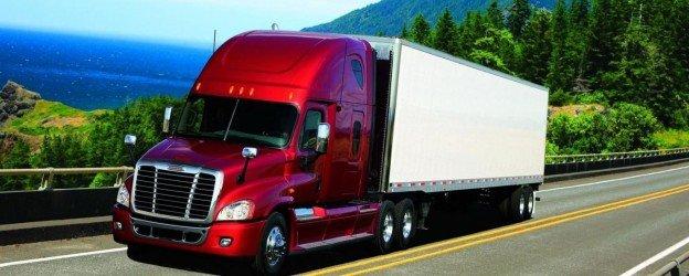 Красивый красный грузовик