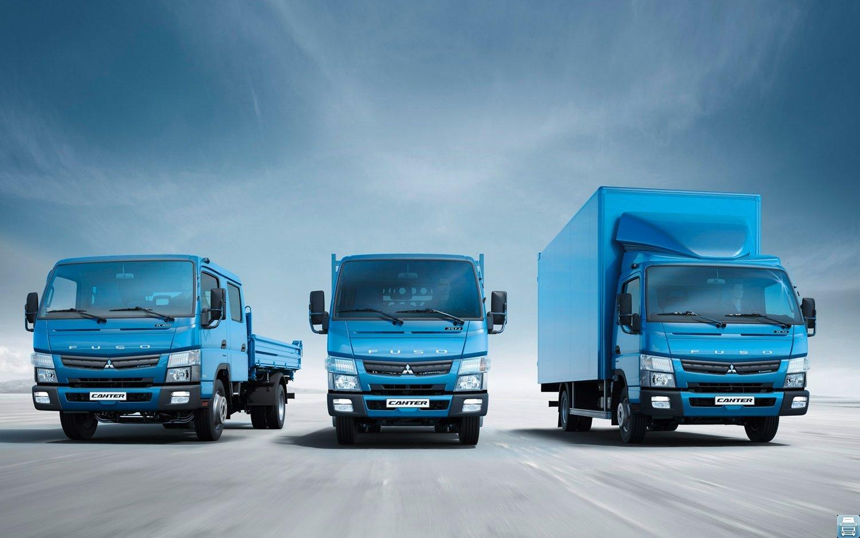 Три грузовика Mitsubishi Fuso Canter