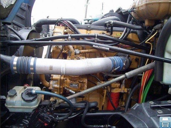 Фото двигателя грузовика Freightliner Columbia