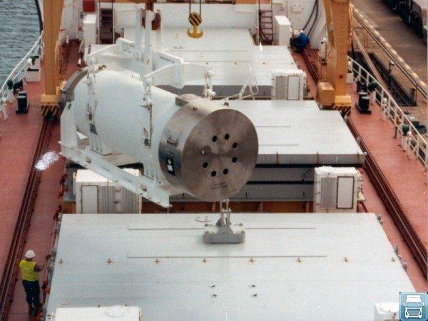 Погрузка ёмкости с газообразным веществом на судно