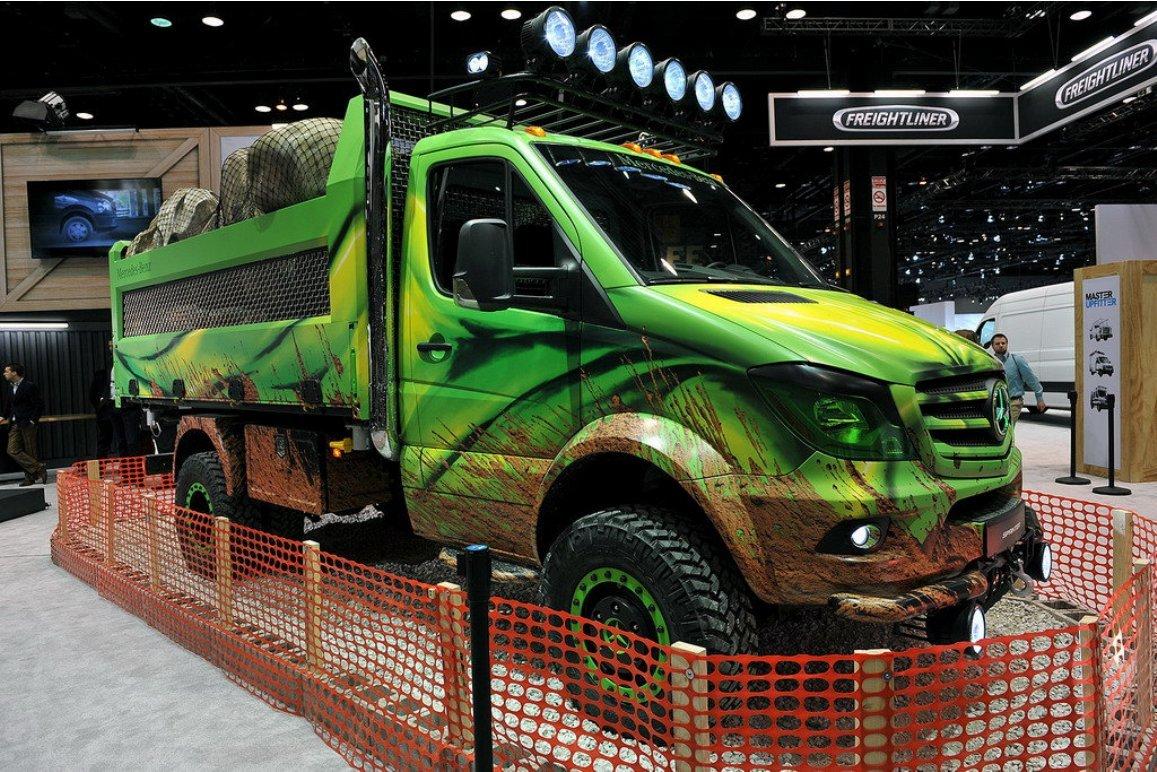 Mercedes-Benz представил в Чикаго новый самосвальный грузовик
