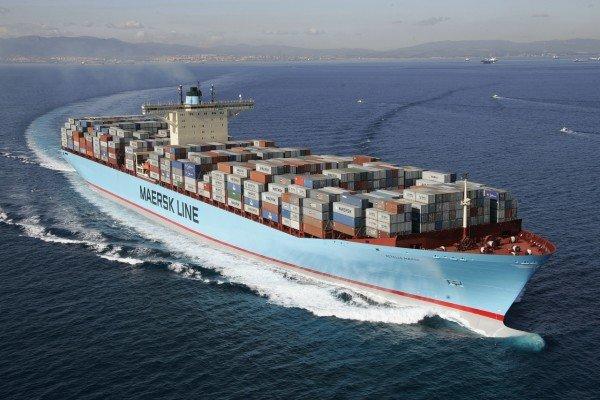 Грузовое судно в открытом море