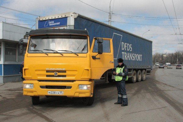 Проверка водителей грузовиков