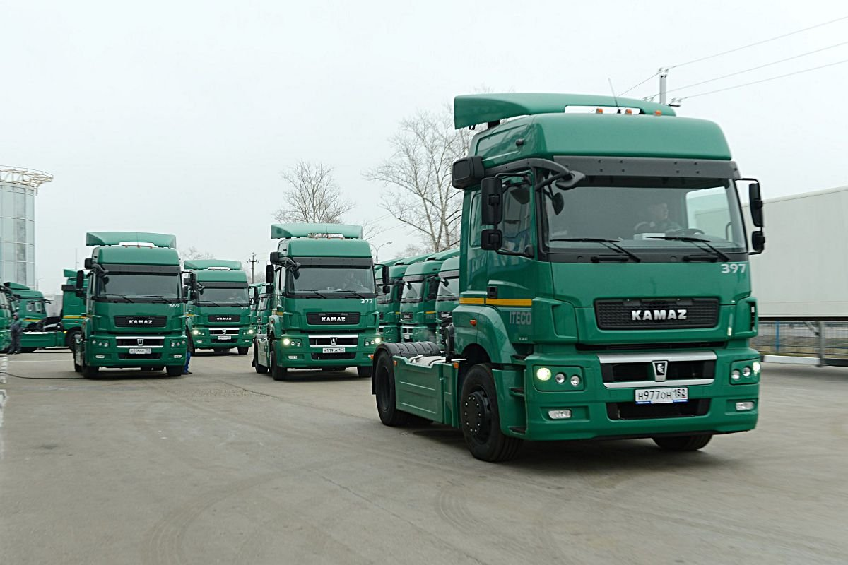 Новый Камаз 5490, седельный тягач из России