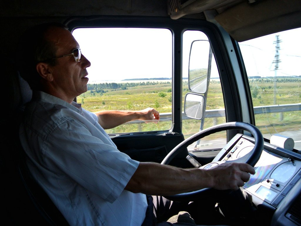 деревянных домов работа водитель грузовика киев располагавшиеся ближе