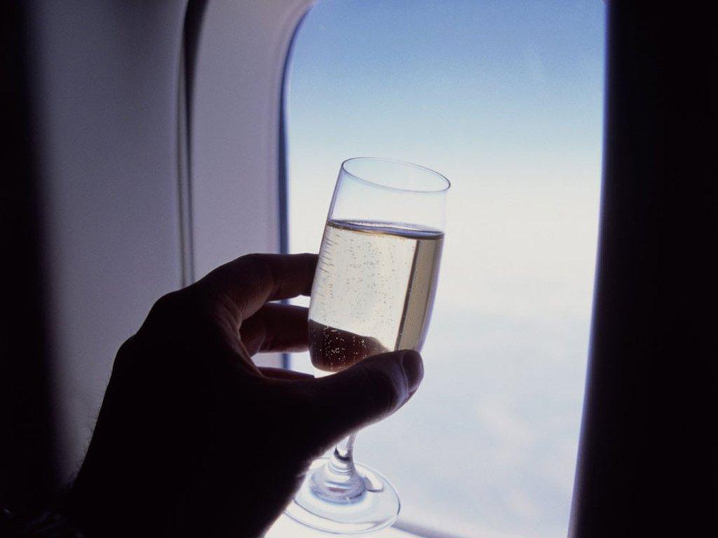 Особенности провоза алкоголя в самолёте в 2019 году