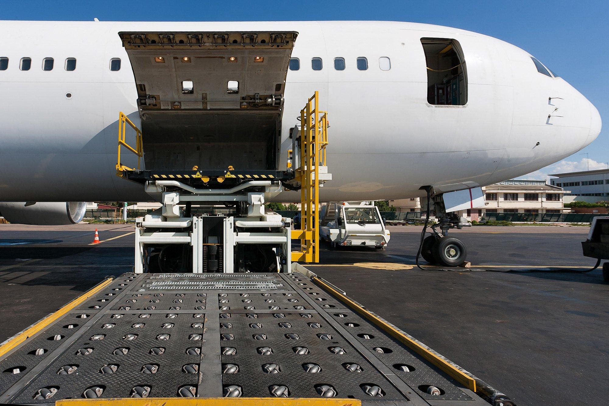Использование чартерных рейсов при авиаперевозках грузов