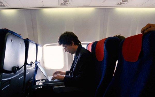 Использование ноутбука в самолёте