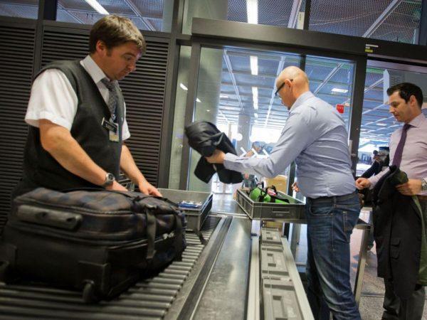 Досмотр пассажиров в аэропорту