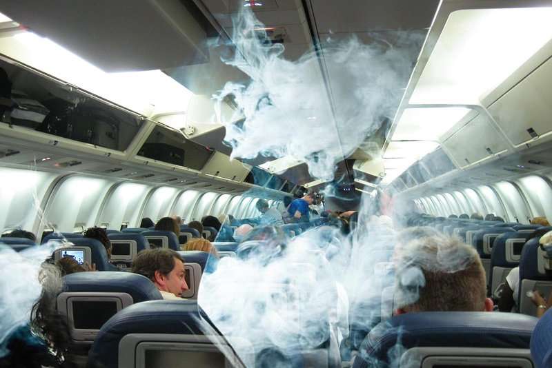 Можно ли курить электронную сигарету в самолёте: всё о вейпинге на борту