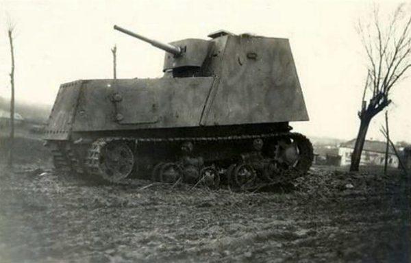 Гусеничный трактор-танк