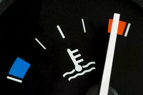 Термострелка на панели приборов