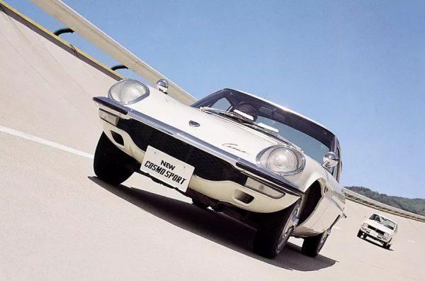 Mazda «Cosmo Sport» с ротрным двигателем L8A на треке
