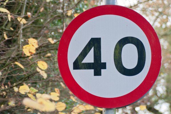 Знак ограничения максимальной скорости 40 км/ч