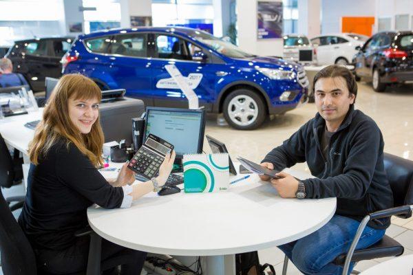 Покупатель оформляет кредит на покупку автомобиля