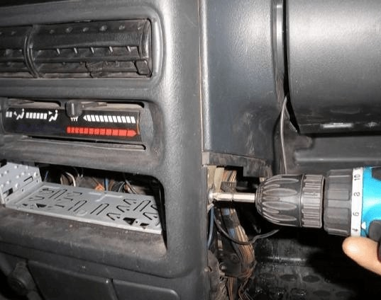 Снимаем центральную консоль ВАЗ — 2114