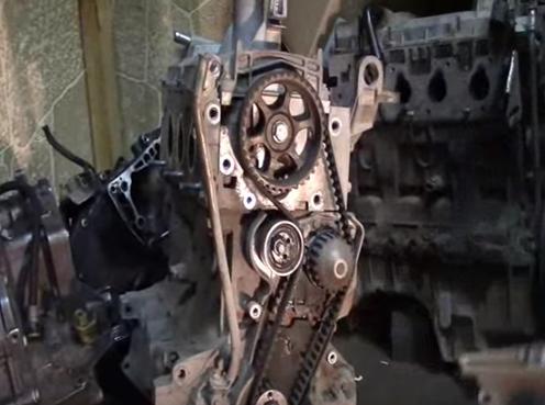 Двигатель Рено «Логан» без крышки ремня ГРМ