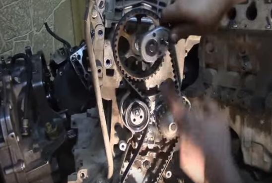 Установка ремня ГРМ на двигатель Рено «Логан»