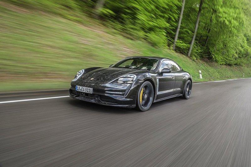 Porsche готова показать свой новый электромобиль Taycan