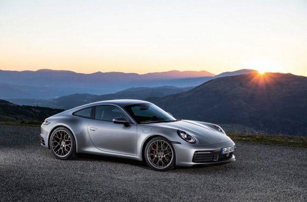 спорткар Porsche 911