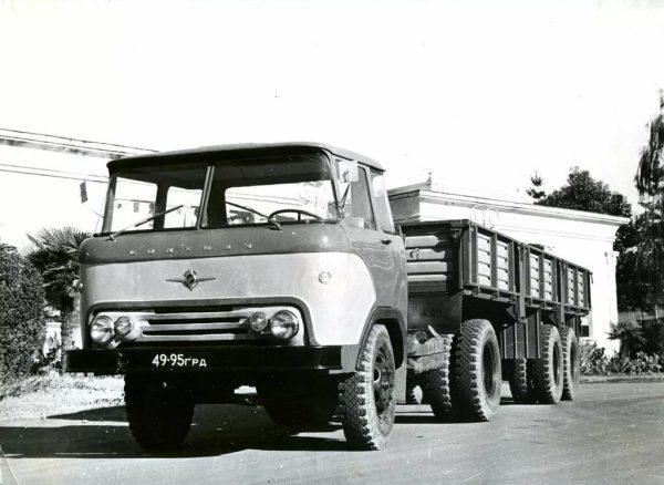 Тягач КАЗ-606 с прицепом