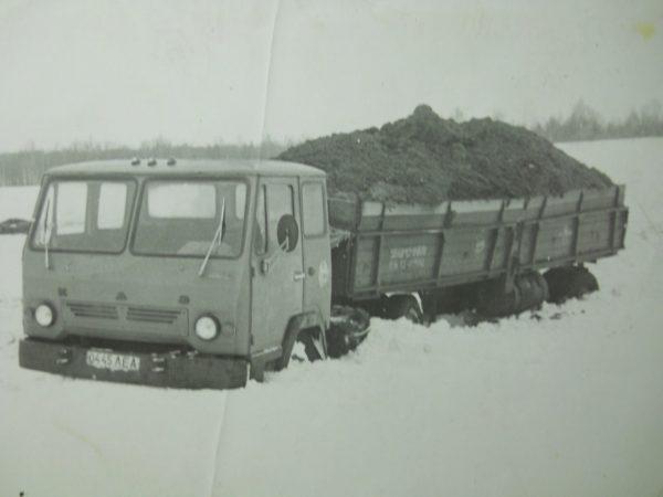 КАЗ-608 в поле