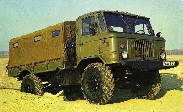 ГАЗ-66 с брезентовым покрытием кузова