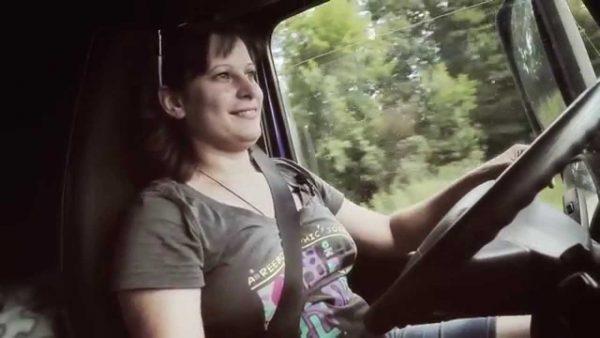 Елена Ткач за рулем Камаза