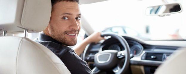 человек в машине