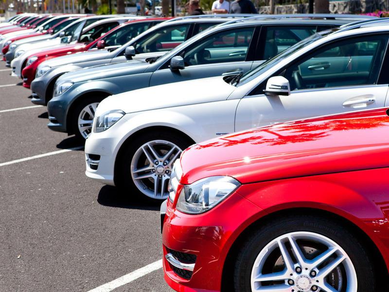 Продажи легковых автомобилей падают