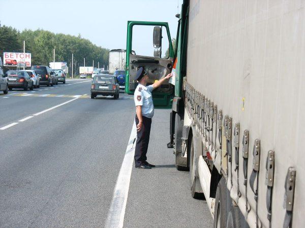 Проверка документов водителя дальнобойщика