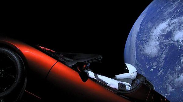 Roadster Илона Маска в космосе