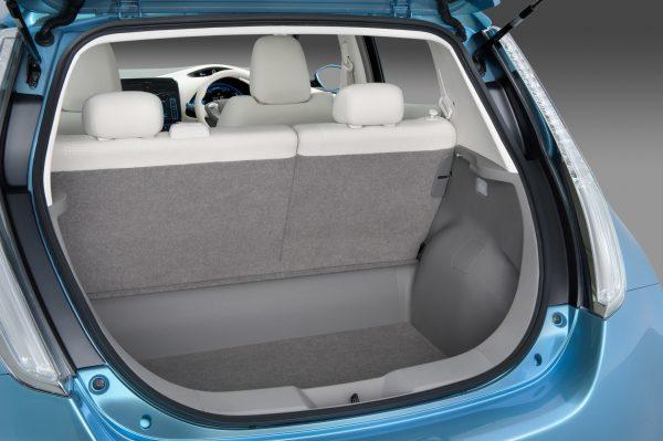 Nissan Leaf багажник