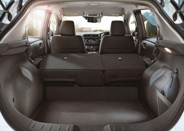 Nissan Leaf багажник со сложенными сиденьями