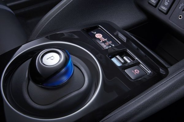 Nissan Leaf селектор КПП