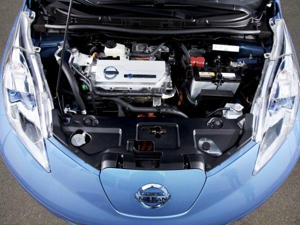 Nissan Leaf подкапотное пространство