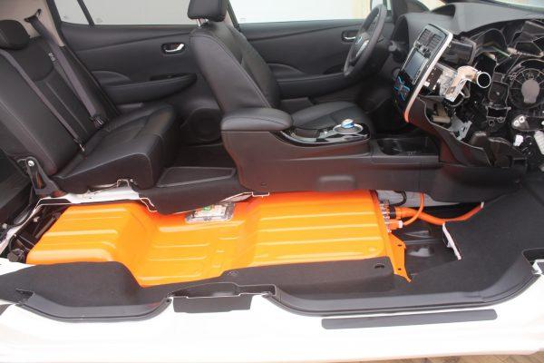 Nissan Leaf расположение батареи