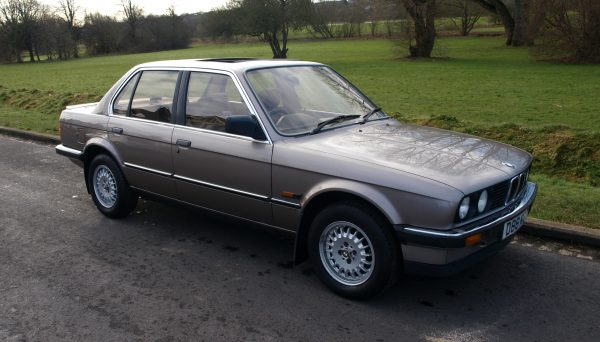 Первый автомобиль Маска — BMW 320i
