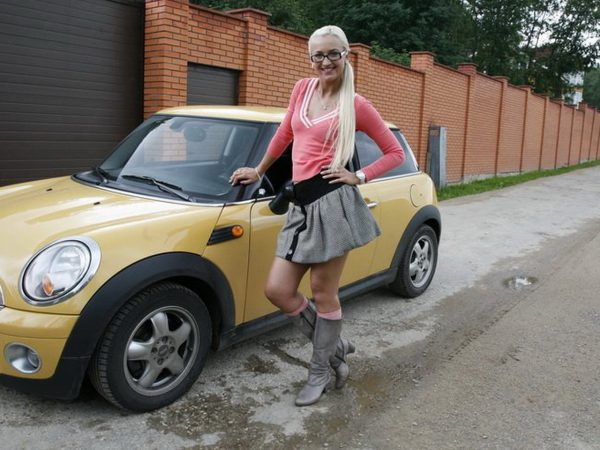 Ольга Бузова со совим Mini Cooper