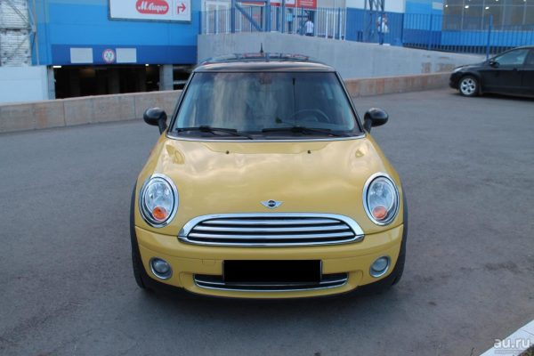 Машина Бузовой — Mini Cooper