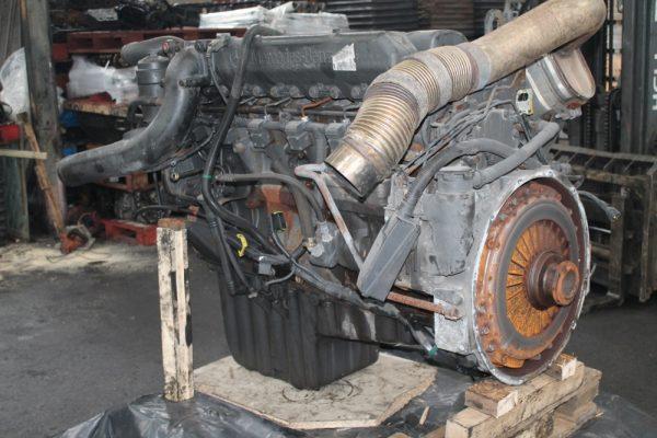 Датчик уровня масла на снятом двигателе Камаз 5490