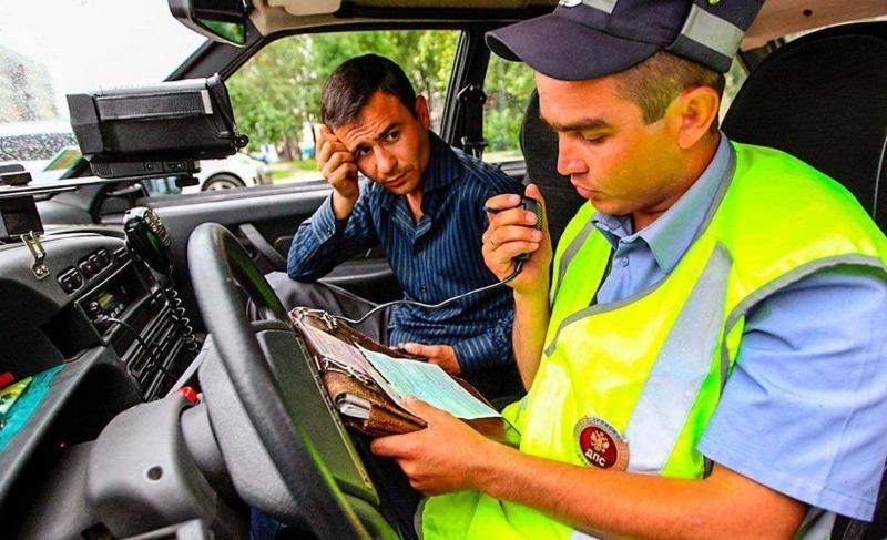 Инспектор требует пройти в патрульный автомобиль: что будет, если отказаться