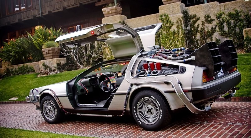 Какие машины можно увидеть в культовых фантастических фильмах