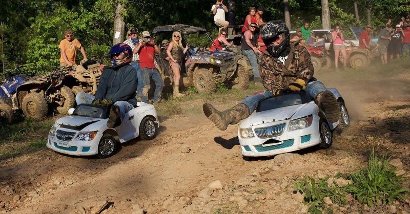 7 самых безбашенных гонок на необычных авто