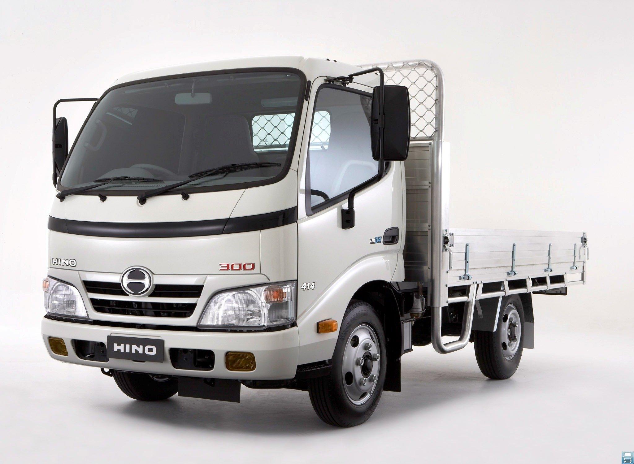 Практичный и удобный японский грузовик Hino 300